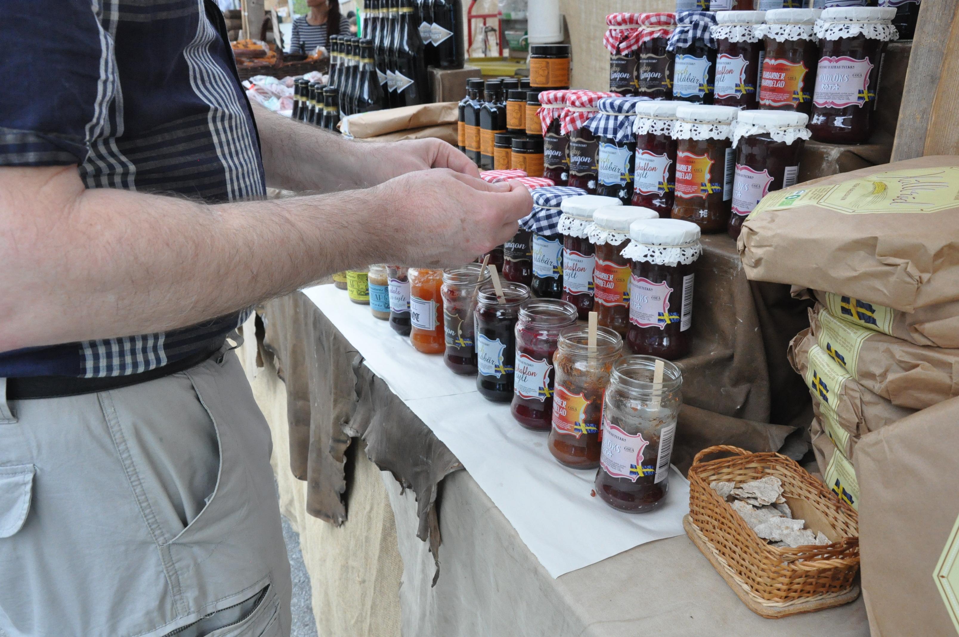 Daniel vid matboden, Vårmarknad i Vindeln 2014